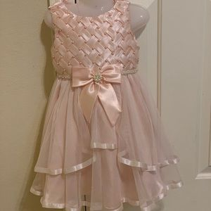 Rare Edition toddler girl dress size 4T peach